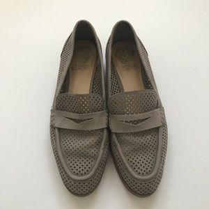 Vince Camuto Women's 9M Kanta Perforated Loafer